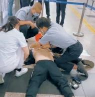 男子突发心脏骤停,10分17秒成功抢救