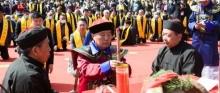 网友傻眼!岳飞后人穿着清朝服装祭祀先祖?