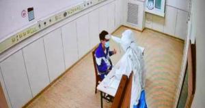 新冠考生:新冠隔离病房里的特殊高考!