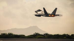 美国3架F-22从夏威夷紧急起飞,美军拒绝透露原因