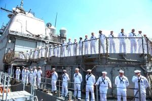 """美军""""维拉湾""""号巡洋舰折腾半年重返母港"""