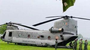 """印度空軍一架新列裝""""支奴干""""運輸直升機突發故障"""