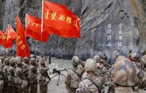 新疆军区举行活动纪念戍边英雄