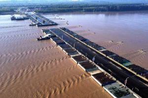 山东滨州拆除浮桥应对黄河秋汛