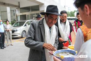 西藏基层干部赴京参观学习