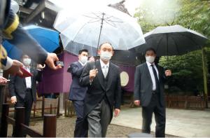 日本前首相菅义伟参拜靖国神社
