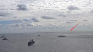 现场画面:海上自卫队跟踪中俄联合编队
