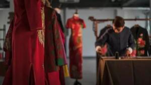 """鲁绣、锔瓷、根雕……在印象济南·泉世界,邂逅那些惊艳了时光的""""非遗文化"""""""