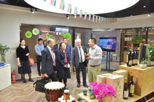 土耳其、保加利亚驻华参赞考察济南绿地全球贸易港先行馆及IFC项目