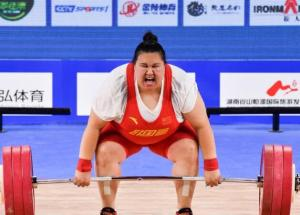 300斤中国女将咋睡纸板床 李雯雯:别担心 睡地上
