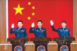 对话神舟十二号航天员:在浩瀚太空留下中国足迹