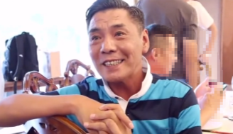 54岁屠洪刚近照罕曝光 打扮朴素鼻头伤疤抢眼