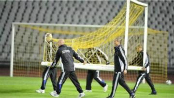 "用中文说: ""Moving the Goalposts"""