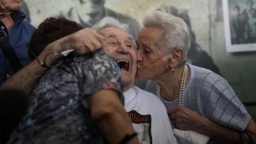 U.S. WWII veteran reunites with Italians he saved as children