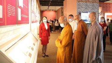 中佛协组织参观中国共产党历史展览馆主题展览