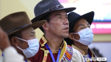 西藏基层干部参观民族文化宫主题展