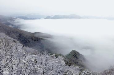 北京迎降雪!雪景与云海同框