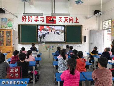 """【网络中国节·清明】""""红领巾""""跨越山海的祭奠"""