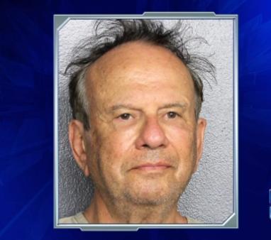 美国74岁男子谎称包中有炸弹 被捕面临指控
