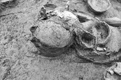 出土的青铜敦。资料图片