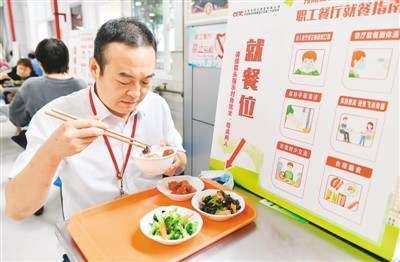 反食品浪费法要来了:点餐浪费要罚钱,不得诱导消费者超量点餐