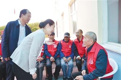 数字化鸿沟成北京两会热点 委员建议线上软件设置老年人专属模式