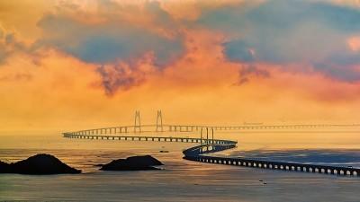 一桥架伶仃 三地变通途