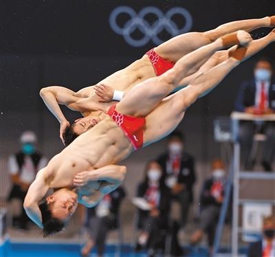 王宗源、谢思埸夺得跳水男子双人三米板金牌 顶住压力 跳出实力(奥运纵横)