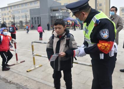 """宿松县公安局长凌勇开展""""公安局长当一天交通安全督导员""""活动"""