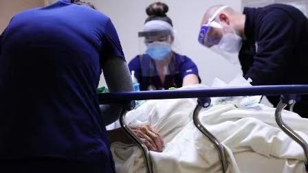 美国过去两周的新冠肺炎死亡人数出现新高