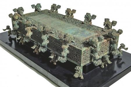 河南博物院藏云纹铜禁。