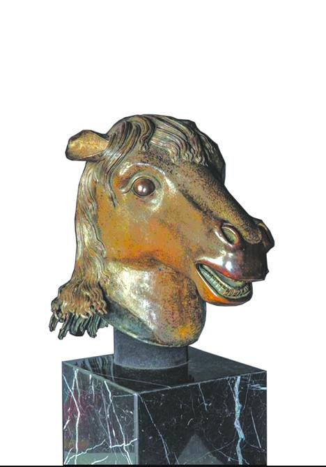 圆明园马首铜像。