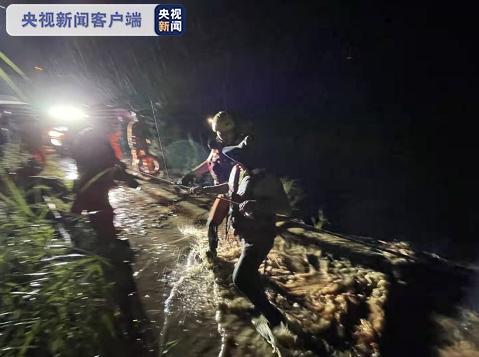 云南元江山洪被困26人全部被救出 1人遇难