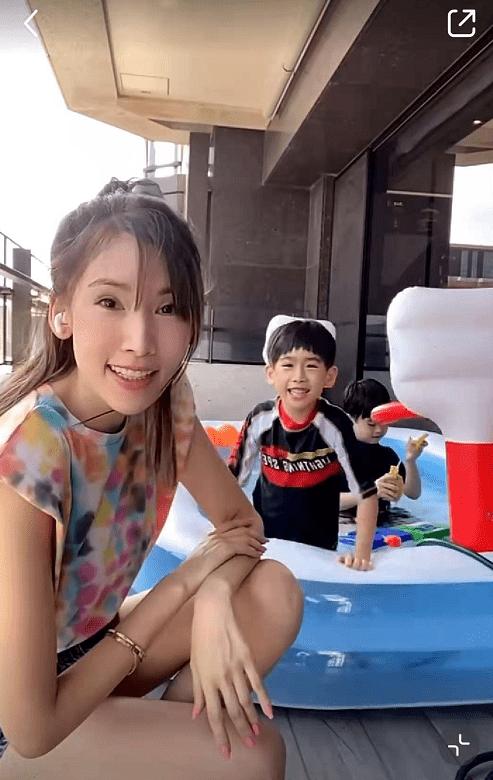 林志颖老婆晒双胞胎儿子家中游泳 豪宅内景曝光