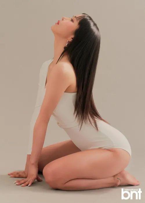"""韩国女星""""火力全开"""" 大秀魔鬼身材性感撩人"""
