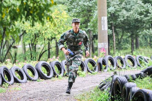 磨练坚强意志 提升国防意识