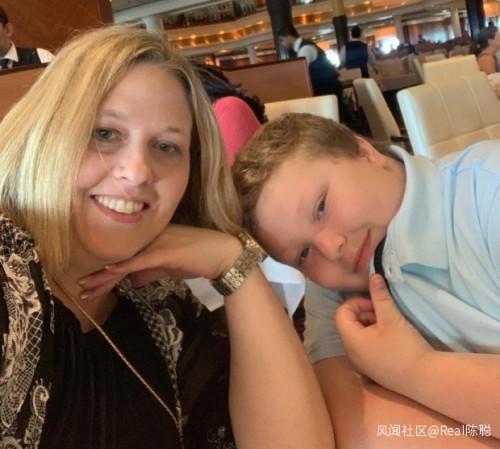 美国少年确诊新冠身亡临终前喷血 护士母亲目睹悲剧