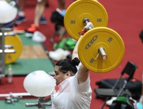 举重——中国队进行首次热身训练