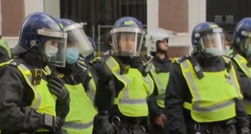 英国伦敦爆发抗议封锁游行 155人被捕