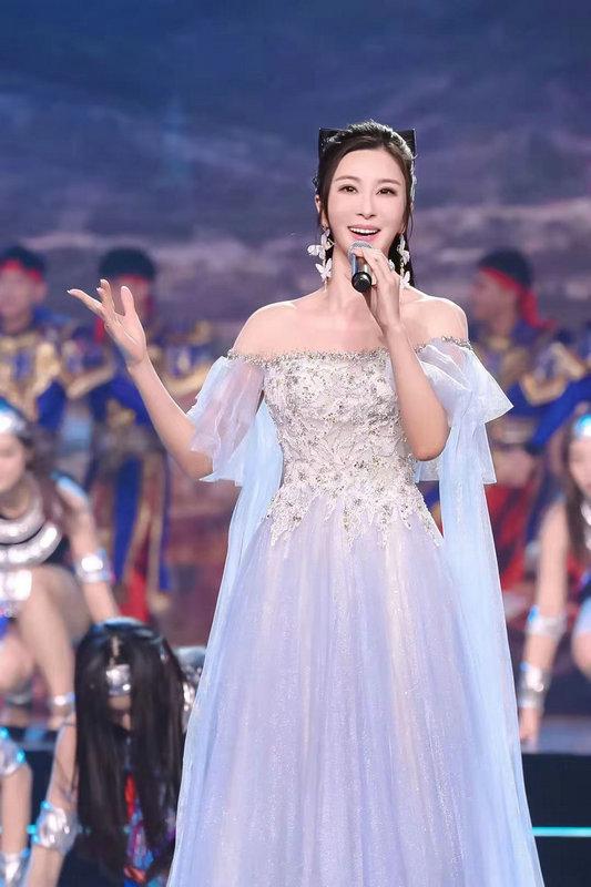 伊丽媛再度受邀助阵加盟2021中国文联百花迎春 精彩演绎传递正能量