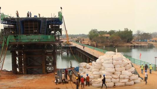 中国援建的这座大桥,让冈比亚总统感叹无愧于任期
