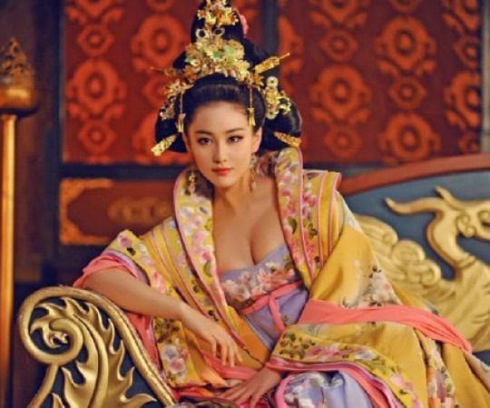 惊呆了!唐朝女人太开发 社交场合可以穿的如此暴露