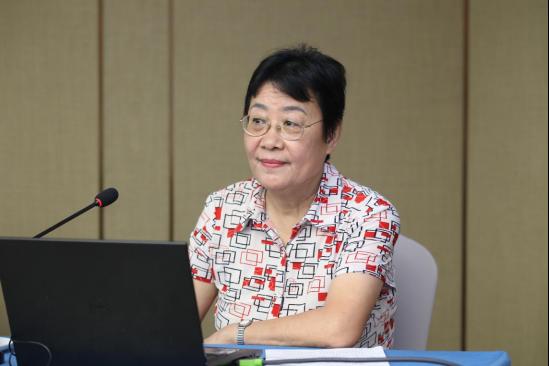 中央纪委驻中国社科院纪检干部李秋芳部长为西藏基层干部赴京学习班授课。