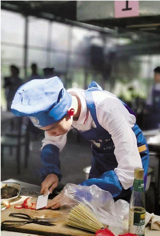 """小学生会做108道菜 这个班的孩子全是""""小厨神"""""""