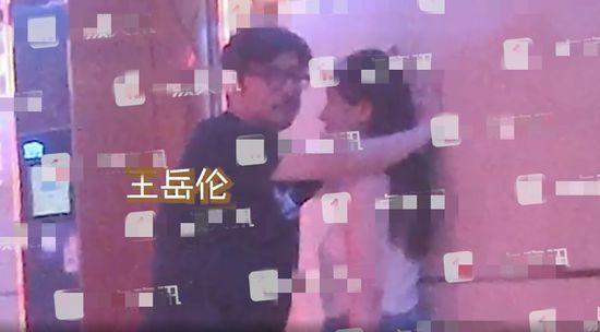 果然有钱!李湘与女儿逛奢侈品店 未见王岳伦身影