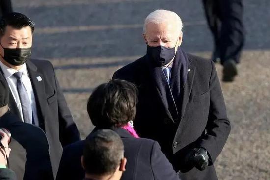 """这个站在两任美国总统背后的韩裔保镖""""火""""了"""