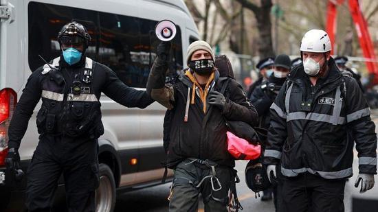 数人被警方拘捕。(路透社)