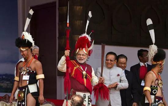 印度总理莫迪身穿那加族战士的服装 图源:今日印度