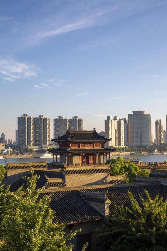 ▲ 现代与古典结合,形成了襄阳独特的气质。图/视觉中国