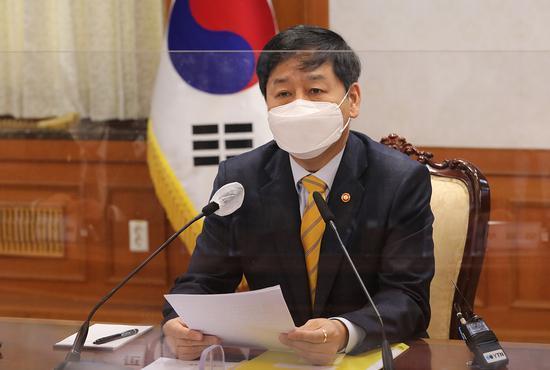 韩国国务调整室室长具润哲